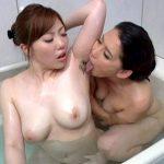 未亡人の若妻と義母が剛毛なマン毛やワキ毛を舐め合う近親相姦レズビアン動画